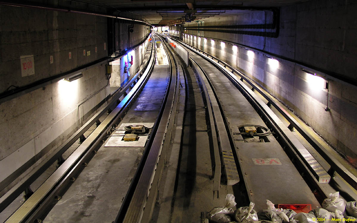 Après Quelques Dizaines De Mètres, Le Tunnel Redouble De Largeur; Une Autre  Voie Vient Se Greffer à La Voie Du0027essai. Elle Permet à Une Rame Complète De  ...